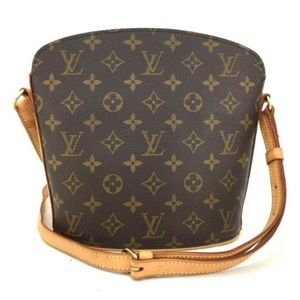 bf64060a9cf1 Louis Vuitton Bags - 100% Auth Louis Vuitton Drouot Cross Body G105